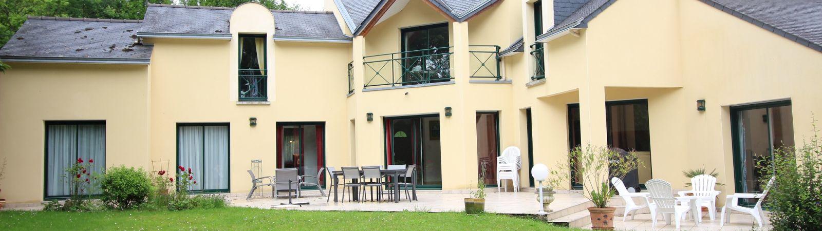 photo 1: Très belle propriété contemporaine à Saint-Grégoire