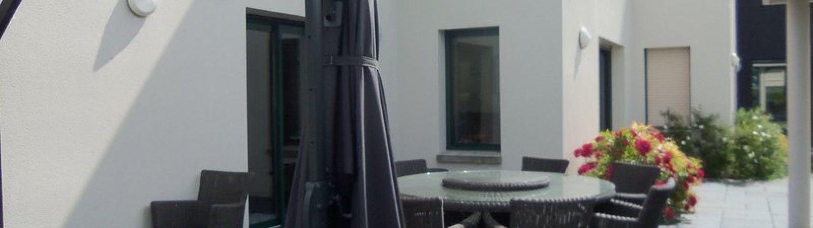 photo 3: Superbe maison contemporaine avec piscine intérieure