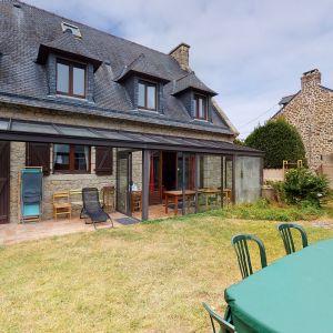 photo 1: Belle maison à proximité immédiate de la plage