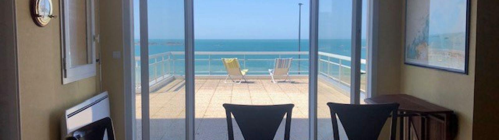 photo 4: Appartement offrant une splendide vue panoramique sur la mer